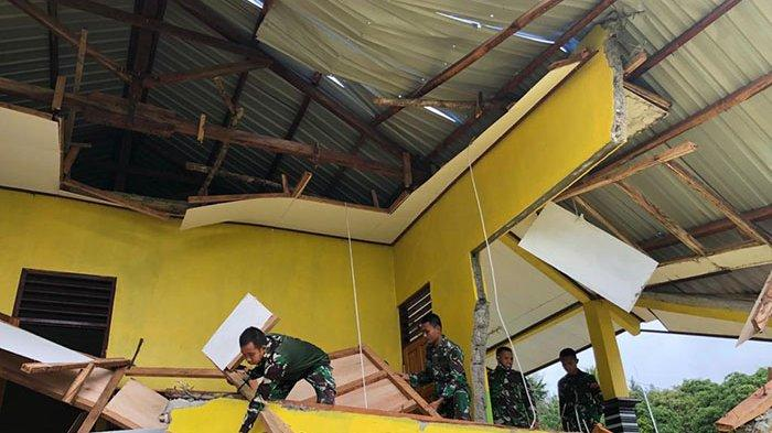 Gedung Sekolah di Perbatasan RI-RDTL Roboh, Satgas Pamtas Kodam IX/Udayana Turunkan Personel