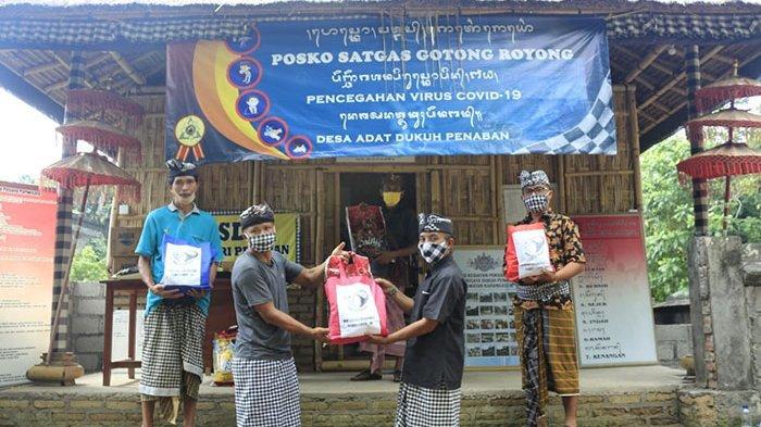 Satgas Gotong Royong Desa Dukuh Penaban Karangasem Distribusikan Beras untuk Ringankan Beban Warga