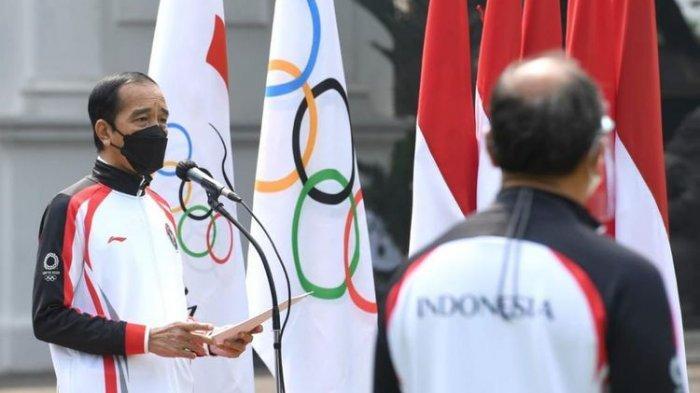 Presiden Joko Widodo saat melepas tim Indonesia menuju Olimpiade Tokyo 2020 di halaman Istana Merdeka, Jakarta, Kamis, 8 Juli 2021 siang WIB.