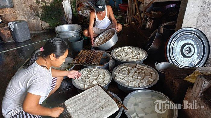 Ukuran Tempe Diperkecil, Produsen di Klungkung & Buleleng Keluhkan Harga Kedelai Tak Kunjung Turun