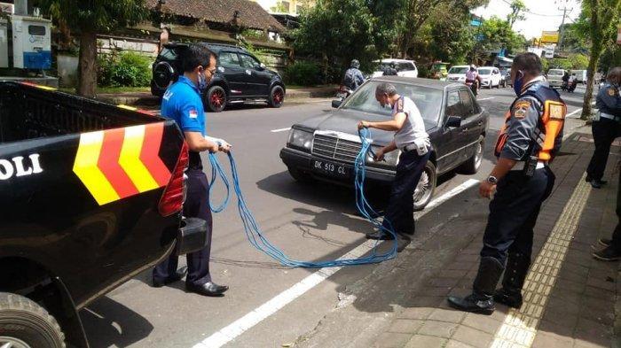 Bertahun-tahun Parkir di Pinggir Jalan, Dishub Bangli Bali Derek Dua Mobil dalam Dua Hari