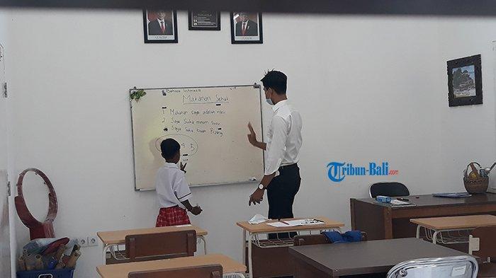 Siswa Tunarungu di Denpasar Antusias Ikut PTM Hari Pertama, Gayatri Sudah Bangun Pukul 05.00