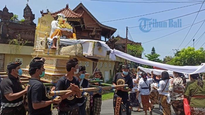 UPDATE: Hari Ini 7 Februari Penari Rangda yang Tertusuk Keris Diaben di Kuburan Desa Adat Tuka Bali