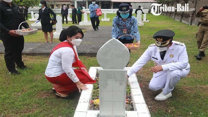 Memperingati HUT RI ke-76, Wabup Jembrana Ipat Laksanakan Tabur Bunga di TMP Ksatria Mandala