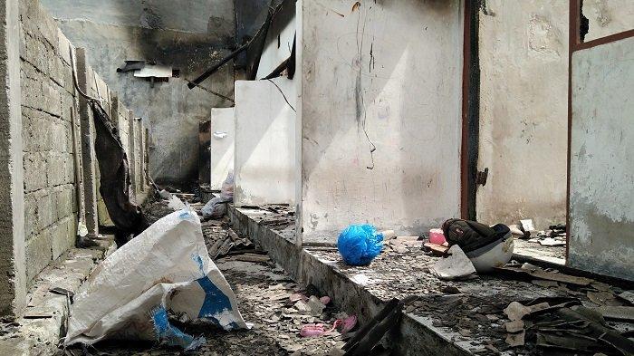 Pasca Kebakaran, Penghuni Kos di Padangsambian Kelod Jadikan Toko Tuan Rumah Tempat Tidur Sementara