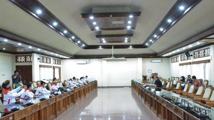 Tak Dipandang Perbekel dan Gaji Kecil, Anggota BPD se-Bali Mesadu ke DPRD Bali