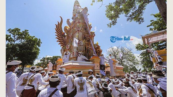 Ribuan Orang Tumpah Ruah ke Jalan, Puncak Palebon Ida Pedanda Nabe Gede Dwija Ngenjung di Bali