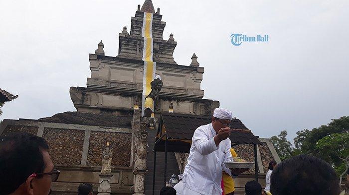 Padmasana Tertinggi di Indonesia ada di Pura Agung Amerta Bhuana Batam