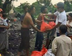 Aipda Putu Eka Sudiasa Beri Bantuan Korban Kebakaran: Sedekah Tak Tunggu Jadi Orang Kaya
