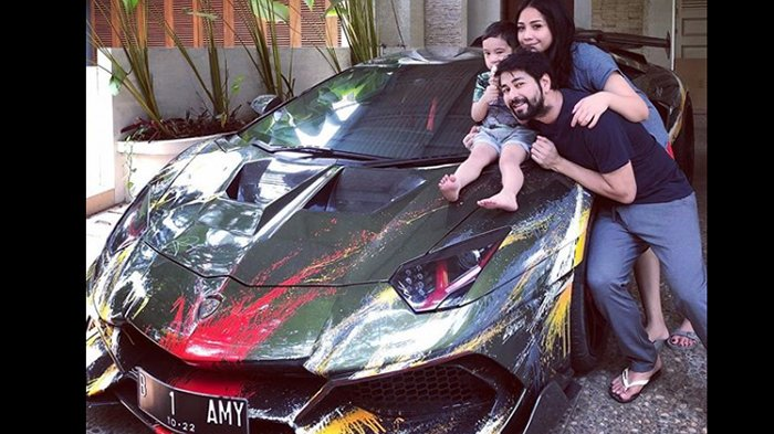 Pose dengan Mobil Sport Lamborghini-nya, Raffi Ahmad Minta Saran Namun Justru Menuai Komentar Begini