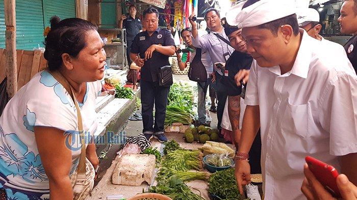 Sambangi Jembrana, Rai Mantra Borong Gonda di Pasar Negara