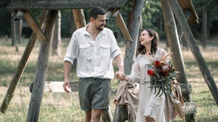 BAHAGIA BERDUA! Ramalan Zodiak Cinta Jumat 15 Oktober 2021, Sagitarius Berbunga-bunga