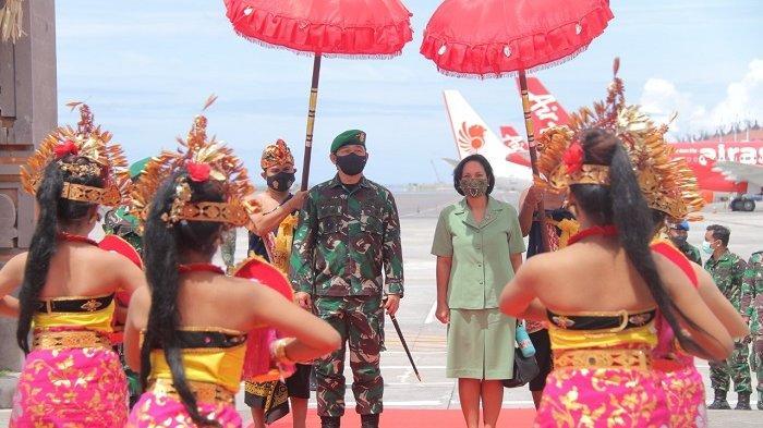 Tiba di Bali, Mayjen TNI Maruli Simanjuntak Disambut Tradisi Tepung Tawar