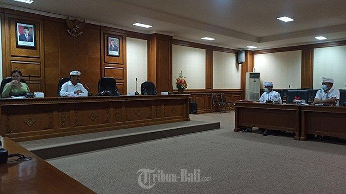 Rapat Dinas Pendidikan bersama Komisi IV DPRD Badung di Gedung DPRD Badung pada Selasa (29/12/2020).