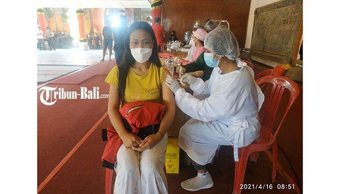 Ratusan Duta PKB Gianyar Jalani Vaksinasi Covid-19