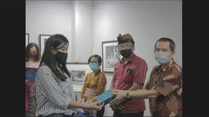 20 Orang Pendaftar Pertama di Stikom Bali Dapat Hadiah Puluhan Juta Rupiah