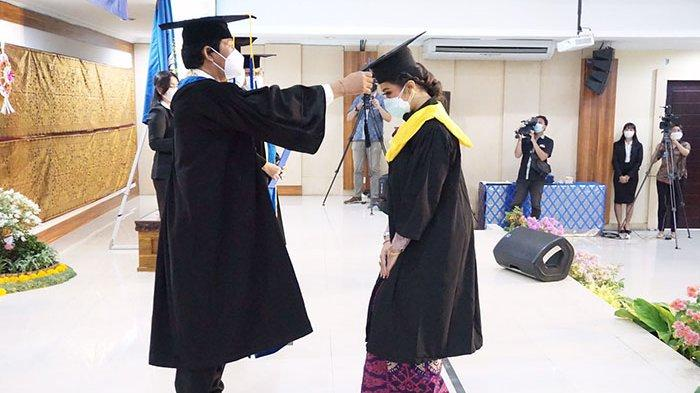 UNUD Gelar Upacara Wisuda ke-143 Secara Hybrid, Alumni Didorong Berkontribusi di Tengah Pandemi