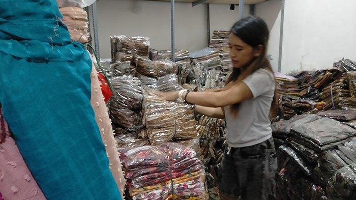 Risa Kehilangan Nyaris Rp 100 Juta, PPKM & Minimnya Upacara di Bali Hantam Distributor Pakaian Adat