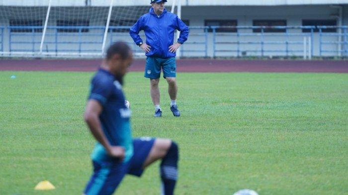 Persib vs Bali United, Robert Alberts Akan Memberi Kekalahan Pertama bagi Teco