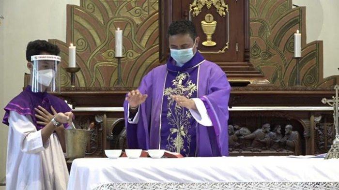 Pastor Paroki Katedral Denpasar: Ikuti Misa Rabu Abu Online, Ini Panduan Pertobatan Penerimaan Abu