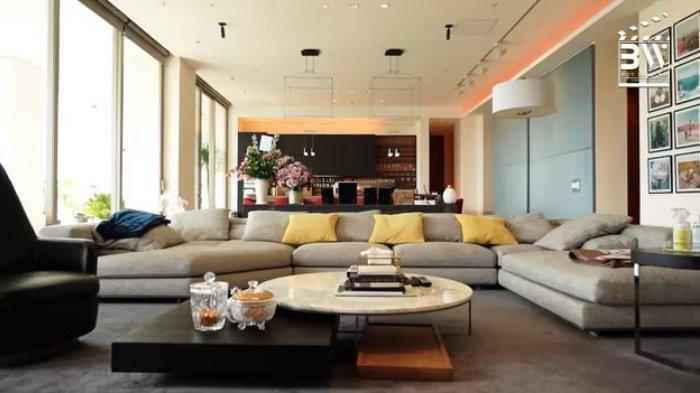 Ruangan luas. Potret apartemen mewah Indra Priawan dan Nikita Willy.