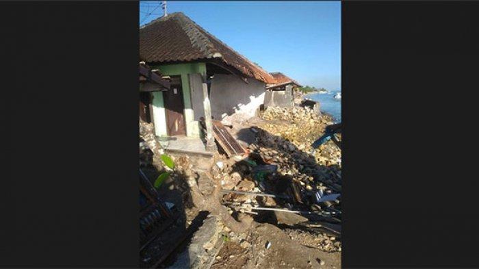 Ombak Besar Hancurkan Rumah Komang Gaca di Desa Ped Nusa Penida
