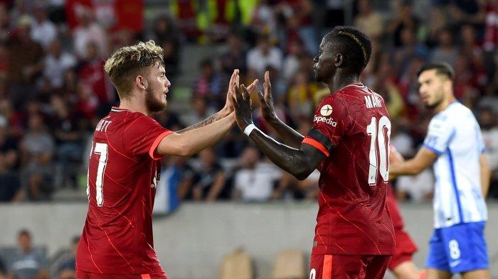 Penyerang Liverpool Sadio Mane selebrasi usai mencetak gol dalam laga ujicoba Hertha Berlin vs Liverpool, di Stadion Tivoli NEU pada Jumat, 30 Juli 2021 dini hari. The Reds mesti takluk dengan skor 4-3 dari klub Liga Jerman tersebut.