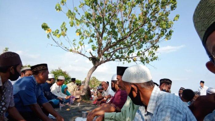Warga Muslim Desa Patas Gelar Tradisi Safaran