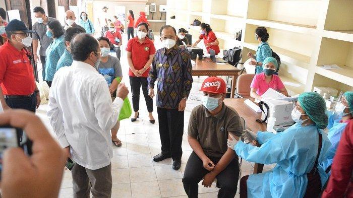 Ny. Antari Jaya Negara Ajak Tetap Disiplin Prokes, Dampingi Disabilitas Ikuti Vaksinasi