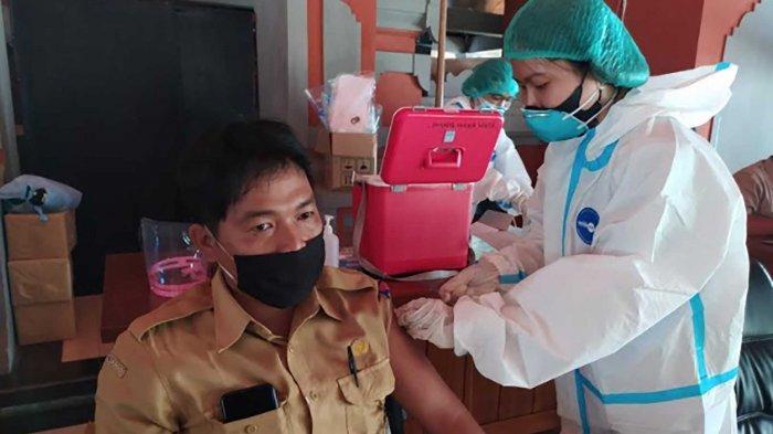 Puluhan ASN di Buleleng Bali Jalani Vaksinasi Covid-19