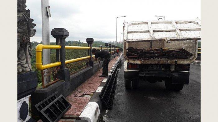 Besi Pembatas Jembatan di Tukad Bangkung Diperbaiki
