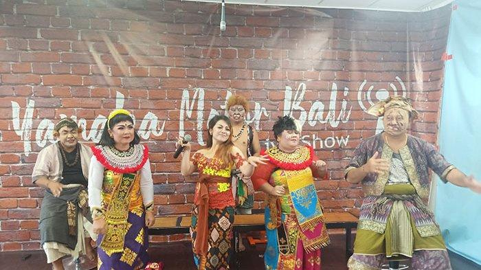 Penyanyi Bali Gek Atu Hadir Sebagai Bintang Tamu Dalam Acara Makedekan Ajak Clekontong Mas