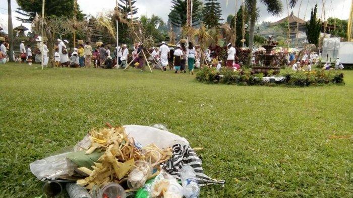 CITIZEN JOURNALISM: Sampah Berserakan di Area Pura Besakih