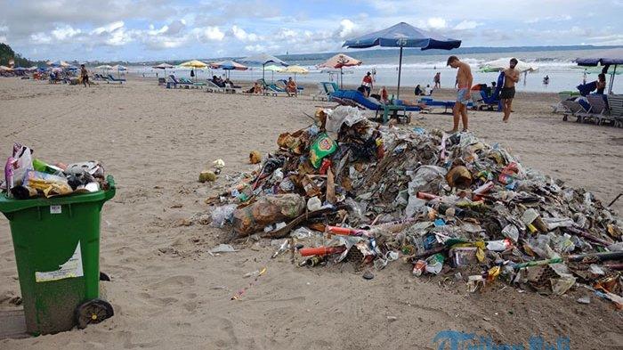 Usai Pesta Kembang Api di Pantai Kuta, 9 Ton Sampah Didominasi Bekas Petasan