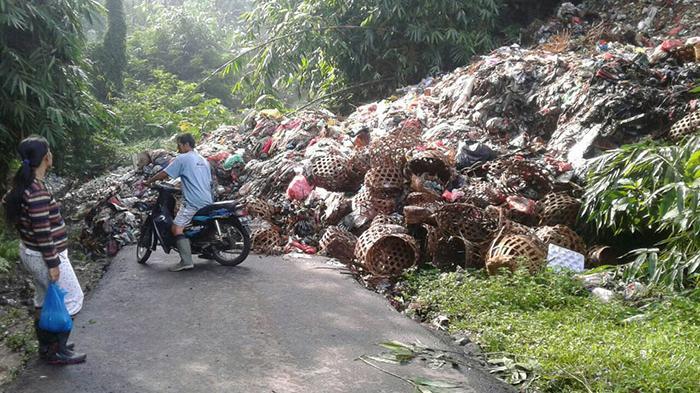 Reportase Warga: Sampah di Sidakarya Dibuang Warga Luar Desa