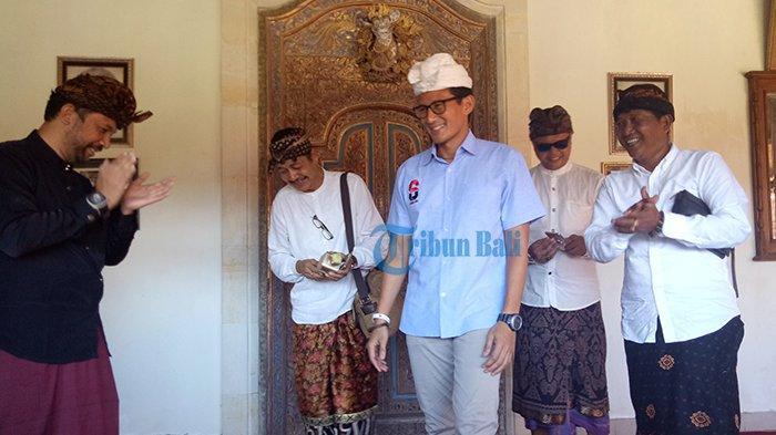 Sandiaga Berada Disini Saat Prabowo Klaim Kemenangan, Kaca Mobil Terbuka dan Senyuman Khas