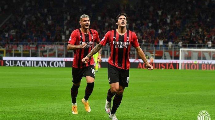 Sandro Tonali usai mencetak gol tendangan bebas ke gawang Cagliari pada laga Liga Italia antara AC Milan vs Cagliari di Stadion San Siro, 29 Agustus 2021.