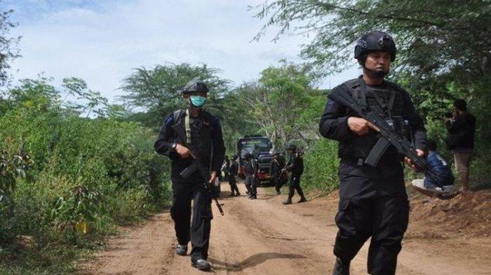 Satgas Tinombala memburu anggota Mujahidin Indonesia Timur (MIT) pimpinan Ali kalora di Poso, Sulawesi Tengah.