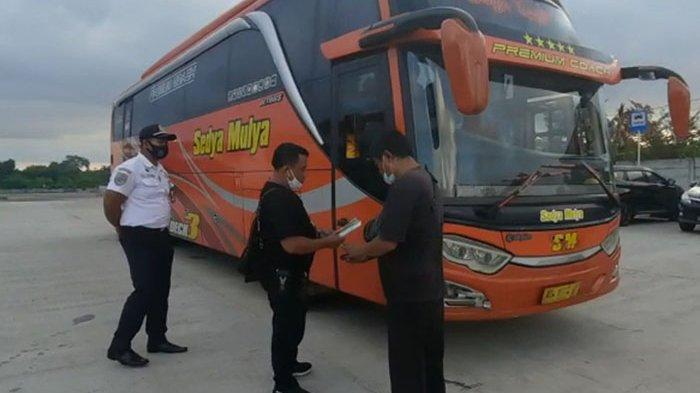 Satpel Terminal Mengwi Gunakan Pakaian Preman Pantau Pelanggaran-pelanggaran PO