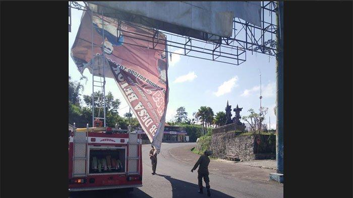 Kesulitan Turunkan APS di Petang, Satpol PP Badung Gunakan Mobil Damkar