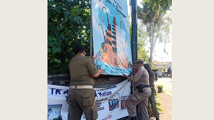 Ratusan Baliho dan Spanduk Kembali Diturunkan Satpol PP Badung