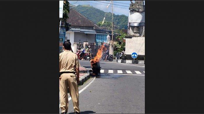 Tiba-tiba Keluar Percikan Api, Honda Vario Komang Kresna Ludes Terbakar di Klungkung