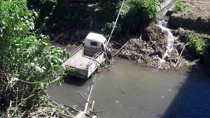 BREAKING NEWS: Truk Terjun ke Sungai di Bypass Ida Bagus Mantra Klungkung, 1 Warga Meninggal Dunia