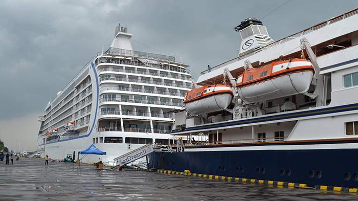 Ribuan Turis Kapal Pesiar Terpaksa Diangkut Sekoci di Pelabuhan Benoa