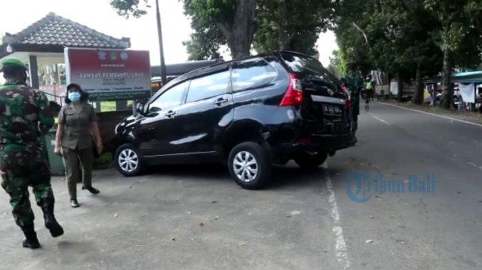 Grogi Distop Tim Yustisi, Mobil Hampir Seruduk Kantor Samsat di Gianyar