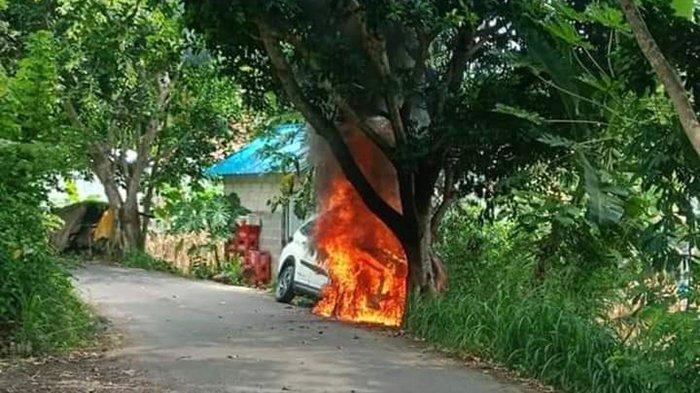 Mobil Jenis Toyota Rush Ludes Terbakar di Desa Pejukutan, Nusa Penida Klungkung