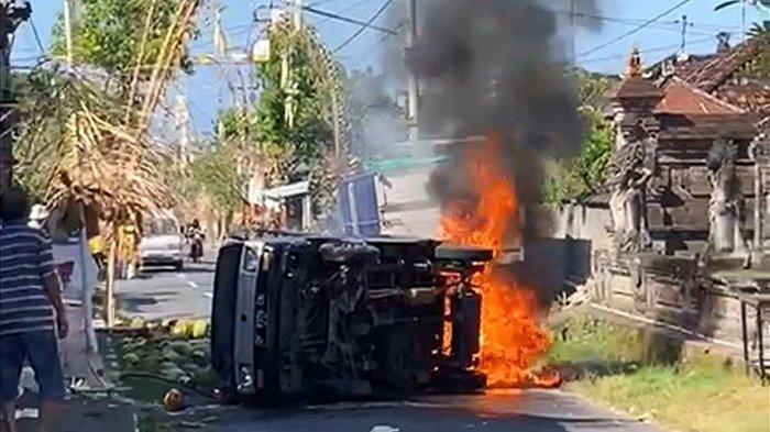Kronologi Mobil Pikap Angkut Tabung Gas Terbakar di Jalan Raya Banda Takmung Klungkung