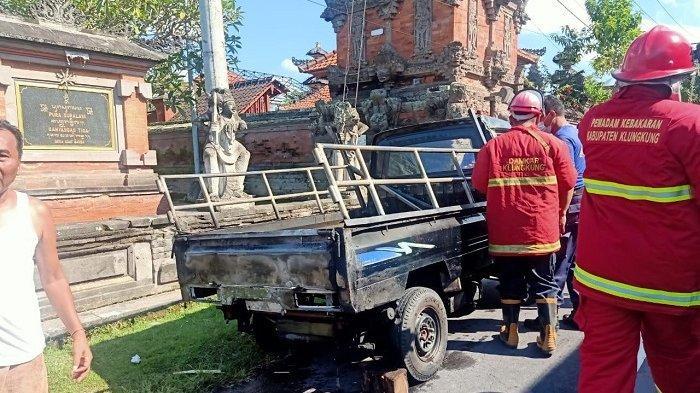 Sempat Terbalik, Mobil Pikap Bermuat Tabung GasTerbakar di Jalan Raya Banda Klungkung