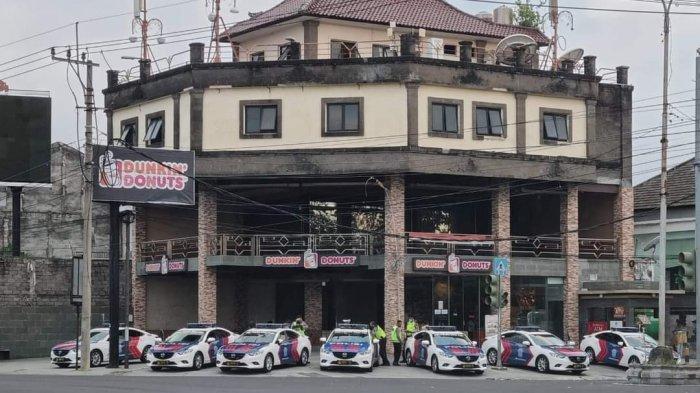 VIRAL, Foto 7 Mobil Polisi Berjejer di Depan Dunkin'Donut Sanur, Ternyata Punya Tujuan Mulia