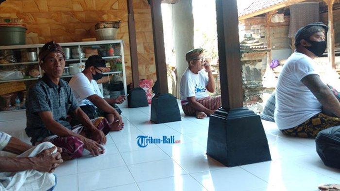 Anak Komang Ayu Belum Tahu Ibunya Meninggal, Kevin: Kok Banyak Bikin Banten?